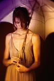 Young Woman with Umbrella Reproduction photographique par Ricardo Demurez