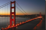 Verlichte Golden Gate Bridge met weerspiegeling in het water Kunst op gespannen canvas van Vincent James