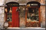 Bicicleta aparcada fuera de una tienda histórica, Siena, Toscana, Italia Reproducción en lienzo de la lámina