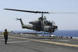 An Ah-1W Super Cobra Takes Off from the Flight Deck of USS Kearsarge Stampa fotografica