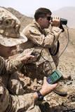 U.S. Marines Gauge Distances of Targets While Training Papier Photo