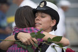 Sailor Hugs Her Daughter after Returning from Deployment Fotografiskt tryck