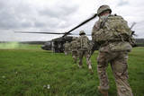 U.S. Army Soldiers Board a Uh-60 Black Hawk Helicopter Fotografická reprodukce