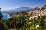 Taormina and Mount Etna Volcano Seen from Teatro Greco (Greek Theatre) Lámina fotográfica por Matthew Williams-Ellis
