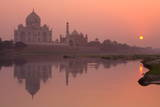 Taj Mahal Reflected in the Yamuna River at Sunset Photographie par Doug Pearson