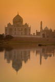 Taj Mahal Reflected in the Yamuna River at Sunset Photographie par Douglas Pearson
