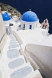 Church with Blue Dome with View of the Aegean Sea, Oia, Santorini, Cyclades, Greek Islands Fotografisk tryk af Markus Lange