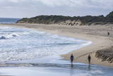 People Walking on a Beach Near Margaret River, Western Australia, Australia, Pacific Papier Photo par Michael Runkel