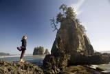 Young Woman Enjoying the Coast Photographie par Colin Brynn