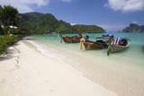 Long-Tail Boats and Beach of Ao Dalam Bay Fotodruck von Stuart Black
