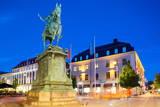 Statue on Ostra Larmgatan at Dusk, Gothenburg, Sweden, Scandinavia, Europe Fotodruck von Frank Fell