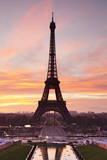Eiffel Tower at Sunrise, Paris, Ile De France, France, Europe Fotografisk tryk af Markus Lange