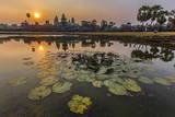 Sunrise over Angkor Wat Fotodruck von Michael Nolan