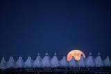 Moonrise over Denver International Airport Fotografisk trykk av Jim Richardson