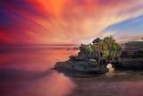 Batu Bolong Temple Fotografisk trykk av Marco Carmassi