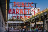 Pike Place Public Market by the Seattle waterfront, Washington, USA Fotodruck von Brian Jannsen