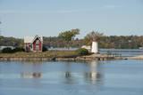 New York, Thousand Islands. Home with lighthouse on tiny island. Fotografisk tryk af Cindy Miller Hopkins