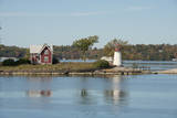 New York, Thousand Islands. Home with lighthouse on tiny island. Fotodruck von Cindy Miller Hopkins