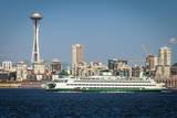 Bainbridge Island Ferry Boat and Seattle skyline, Washington, USA Fotografie-Druck von Brian Jannsen