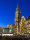 Christmas market in Marienplatz, Munich, Bavaria, Germany. Stampa fotografica di Martin Zwick