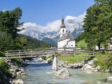 The parish church of Ramsau in Bavaria, Bavaria, Germany. Fotografisk trykk av Martin Zwick
