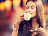 Beautiful Girl Drinking Tea or Coffee in Café Kunstdruck von Subbotina Anna