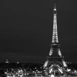 Cityscape Paris with Eiffel Tower at Night - Black and White Photography Fotografisk tryk af Philippe Hugonnard