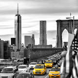 Yellow Taxi on Brooklyn Bridge Overlooking the One World Trade Center (1WTC) Fotoprint van Philippe Hugonnard