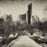 Snowy Gapstow Bridge of Central Park, Manhattan in New York City Fotografisk tryk af Philippe Hugonnard