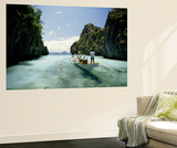 A Tourist Boat Travels Through the Islands of the El Nido Area Vægplakat af Paul Chesley