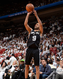 2014 NBA Finals Game Four: Jun 12, Miami Heat vs San Antonio Spurs - Tony Parker Photographic Print by Andrew Bernstein