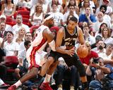 2014 NBA Finals Game Three: Jun 10, Miami Heat vs San Antonio Spurs - LeBron James, Tim Duncan Fotografisk tryk af Nathaniel S. Butler