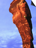 Man Rock Climbing, Canyonlands, UT Plakater af Greg Epperson