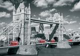 London Tower Bridge Buses Plakaty