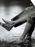 Couple Splashing Water withFeet Poster par Bob Winsett