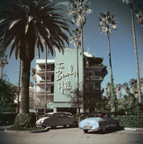 Cars parked outside the Beverly Hills Hotel on Sunset Boulevard in California, 1957. Premium Photographic Print by Slim Aarons