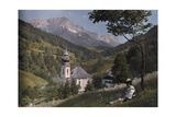 A Scenic View of a Ramsau Church in Front of Untersberg Mountain Fotografisk tryk af Hans Hildenbrand