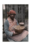 A Vendor Sells Pralines in the French Quarter Fotografisk tryk af Edwin L. Wisherd