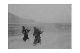 Tibetan Women Trudge to a Marketplace in Lhasa in 1905 Fotografisk tryk