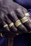 A Teenage Maasai Warrior, a Moran, with His Fingers Adorned in Gold Rings Fotografisk tryk af Jason Edwards