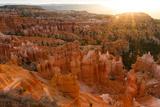 Sunrise Behind the Hoodoos and Spires in Bryce Canyon Fotografisk tryk af Greg Winston