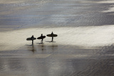 Surfers in Silhouette, Heading Towards the Surf Fotografisk tryk af Nigel Hicks