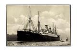 Hapag, Dampfschiff Cleveland in Fahrt Am Hafen Giclee Print