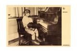 Portrait Eines Schimpansen, Der Klavier Spielt Giclee Print