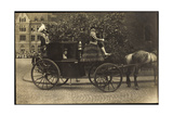 Foto Kutsche, Adelige Dame, Fahrer,Pferd,Pflasterweg Giclee Print