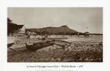 En face du club de canoë Outrigger, Waikiki Beach, Hawaii, 1917 Affiches