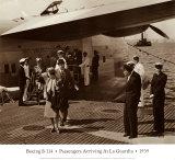 Boeing B314, arrivée des passagers à La Guardia, 1939 Affiches par Clyde Sunderland