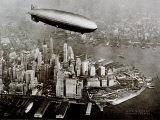 Zeppelin Over New York Plakaty
