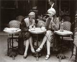 Vrouw op caféterras Poster