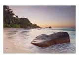 Rock on the Anse Lazio beach, Praslin Island, Seychelles Plakat